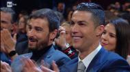 O beijo de Georgina a Ronaldo depois da atuação no Sanremo