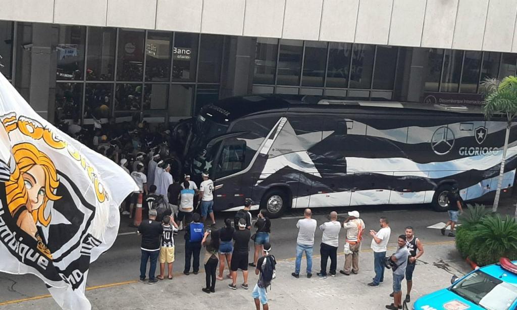 Adeptos do Botafogo esperam Honda