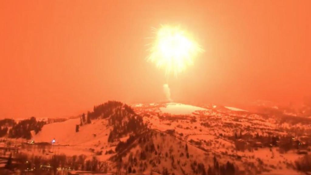 Céu de Colorado iluminado pelo maior fogo-de-artifício do mundo