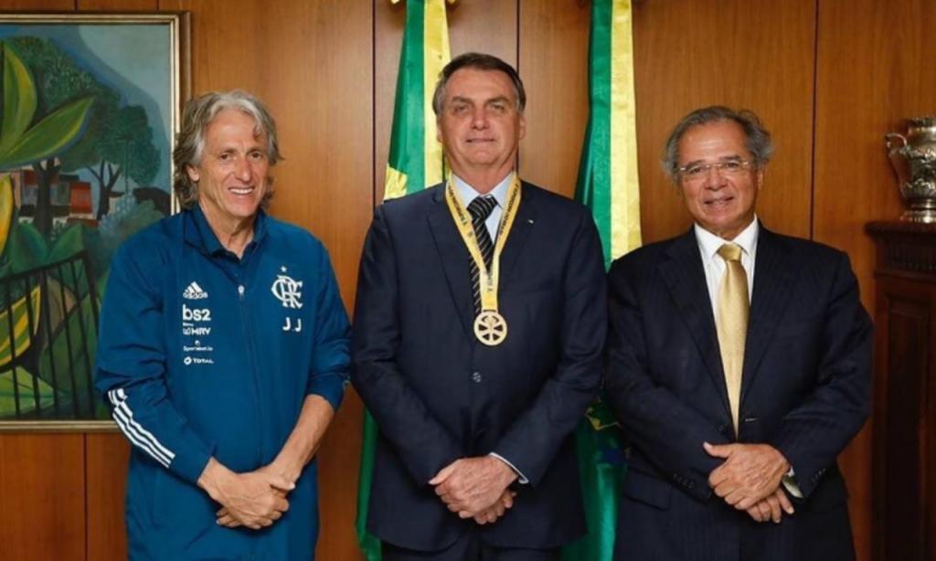Jair Bolsonaro recebe Jorge Jesus após conquista da Supertaça do Brasil
