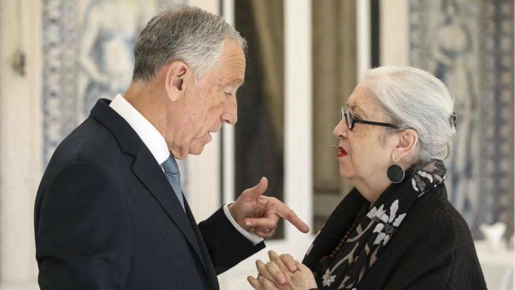 Marcelo Rebelo de Sousa com a artista Graça Morais no Palácio de Belém