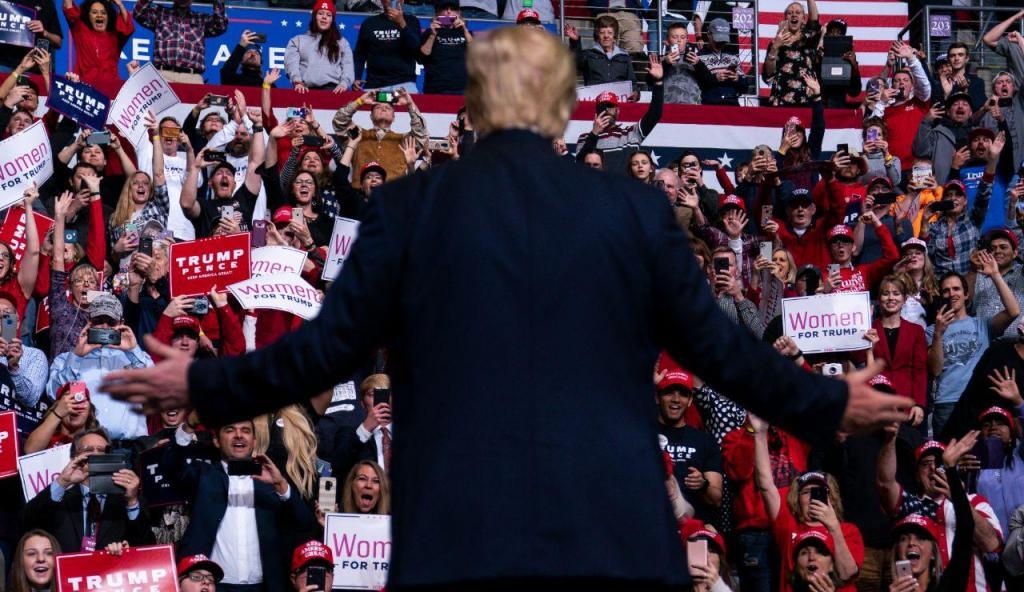 Donald Trump discursa num comício no Colorado
