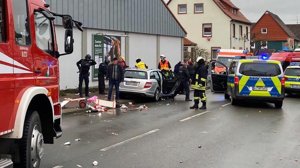 Carro avança sobre populares na Alemanha