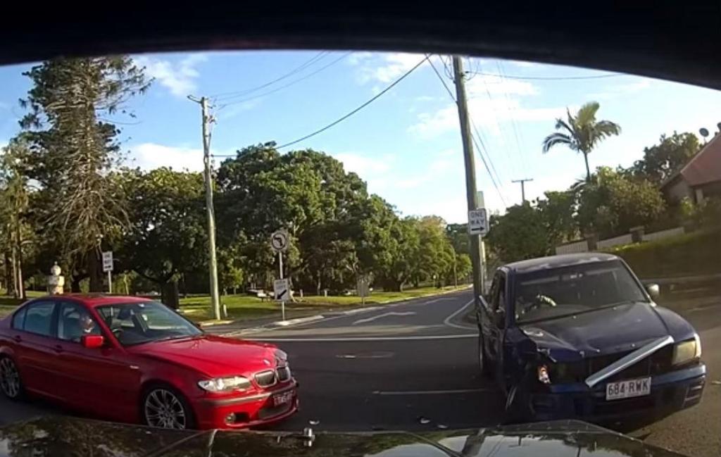 Acidente em cruzamento (reprodução YouTube «Dash Cam Owners Australia»)