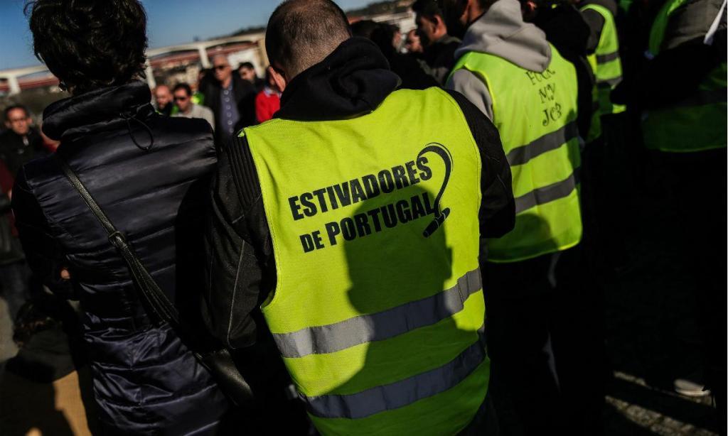 Estivadores em greve no porto de Lisboa