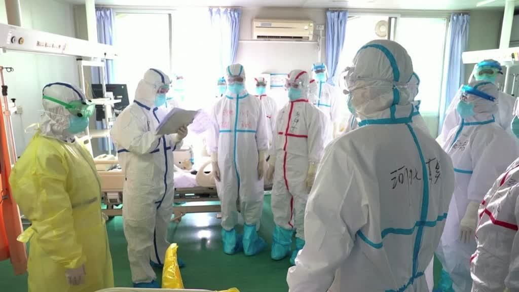 Os médicos heróis que tentam travar o vírus em Whuan