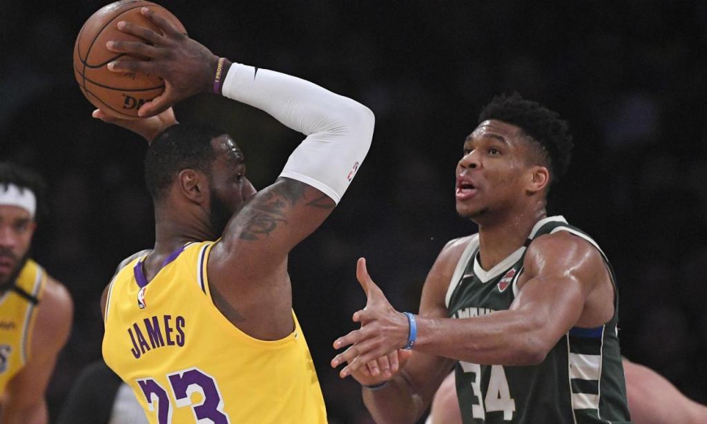 LeBron James e Giannis Antetokounmpo (AP Photo/Mark J. Terrill)