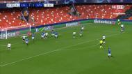 VÍDEO: jogada de insistência e Gameiro volta a marcar