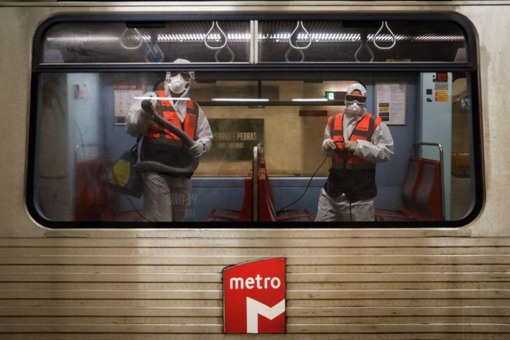 Metro de Lisboa desinfetado com produto que tem efeito durante um mês