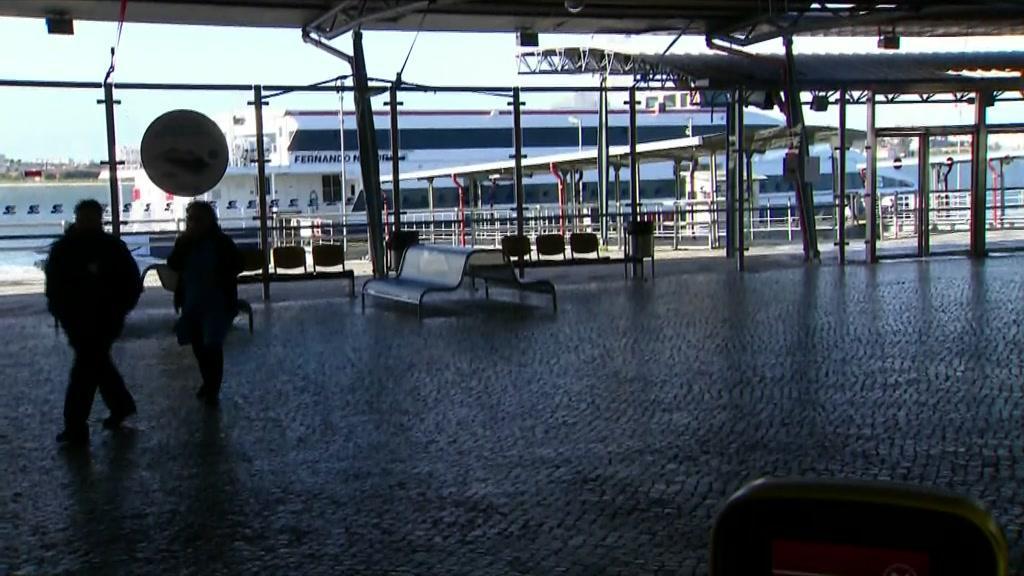 Covid-19: fluxo das viagens de barco entre Barreiro e Lisboa reduzido a metade
