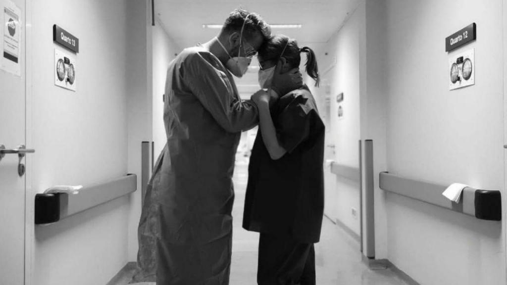 Médicos apoiam-se mutuamente no Hospital Curry Cabral