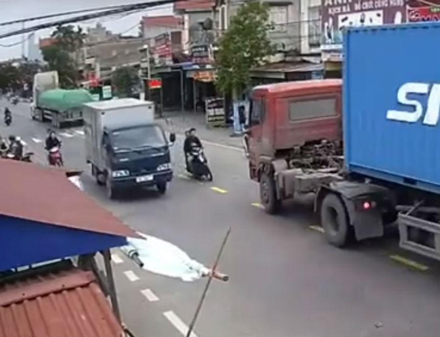 Moticiclistas sofrem acidente (reprodução YouTube)
