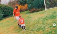 Bruno Fernandes brinca com a filha (instagram Man United)