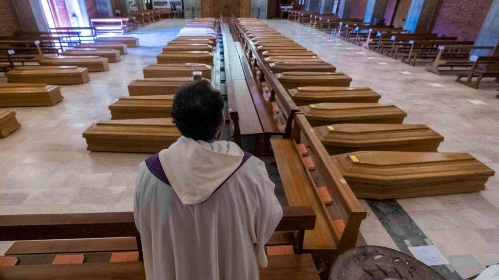 Exército recolhe caixões em Bérgamo