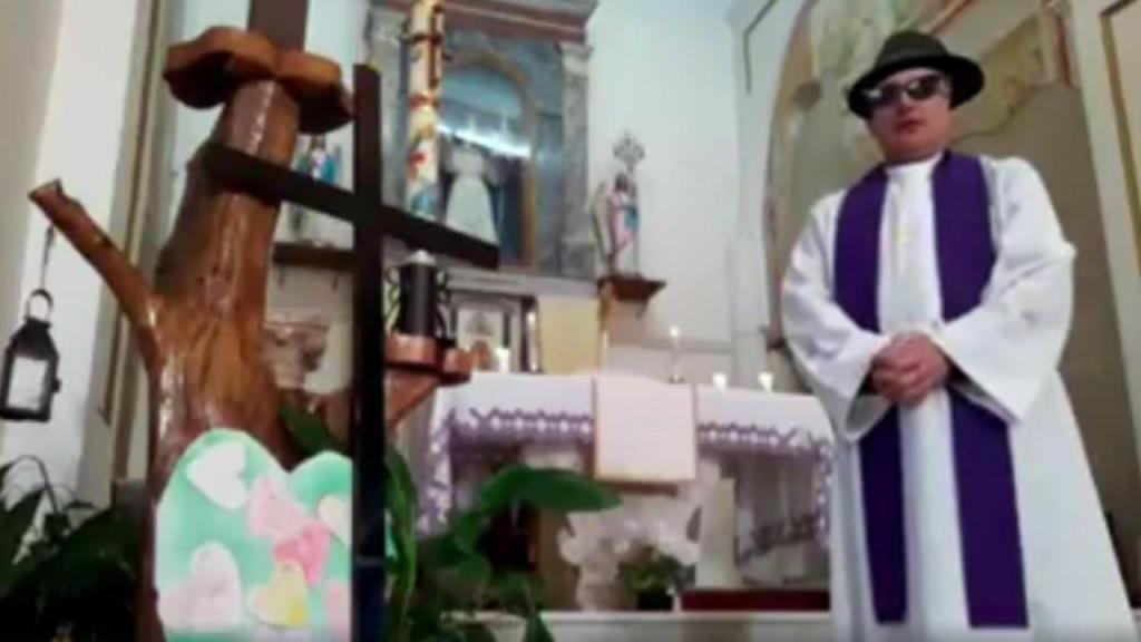 Padre italiano ativa filtro do Facebook durante missa online