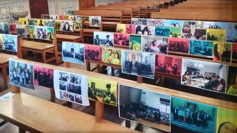 Padre enche igreja com fotografias de fiéis