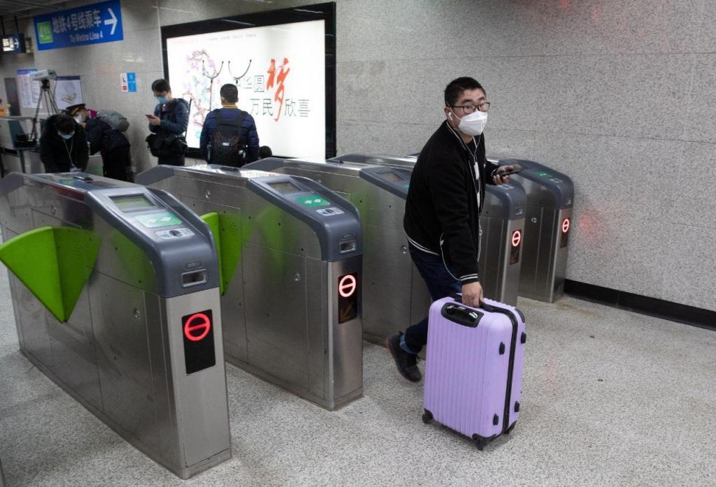 Covid-19: transportes recomeçam a funcionar em Wuhan