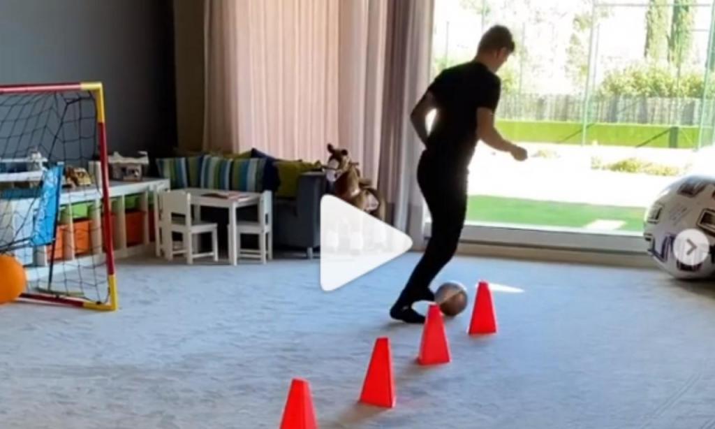 Toni Kroos a treinar em casa