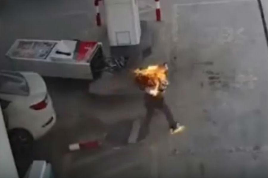 Acidente com condutor em chamas (reprodução YouTube)