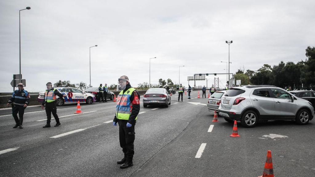 PSP faz megaoperação de fiscalização no acesso à Ponte 25 de Abril