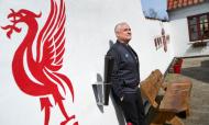 Adepto do Liverpool recria Anfield em casa (twitter)