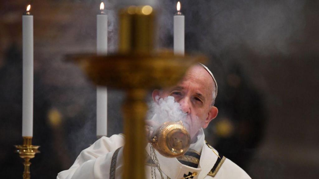 Papa Francisco celebra missa de Páscoa na basílica de S. Pedro