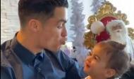 Cristiano Ronaldo brinca com a filha e manda-lhe um beijo