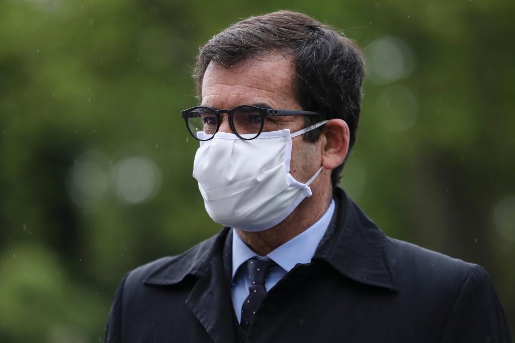Rui Moreira visita hospital de campanha no Porto