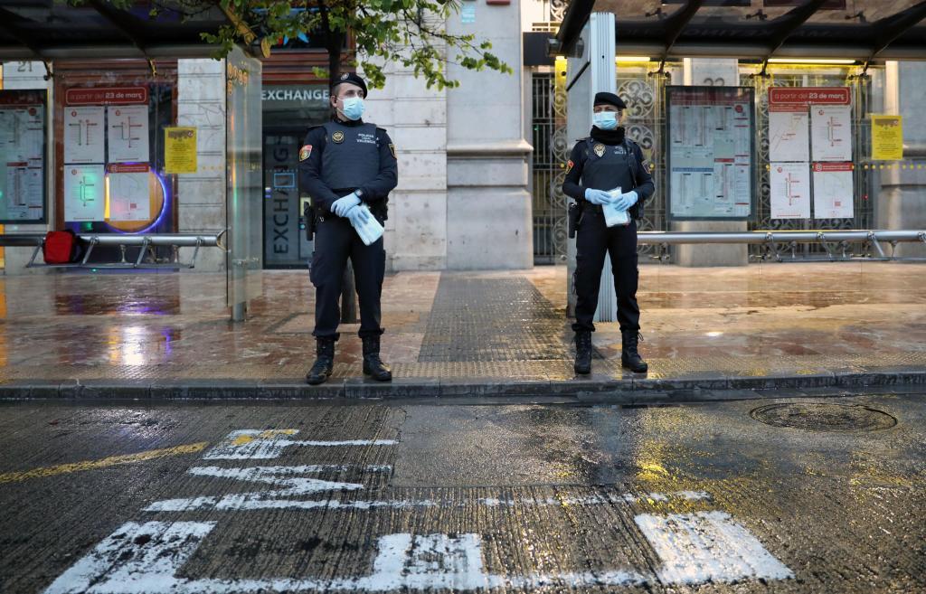 Governo espanhol distribui máscaras à população