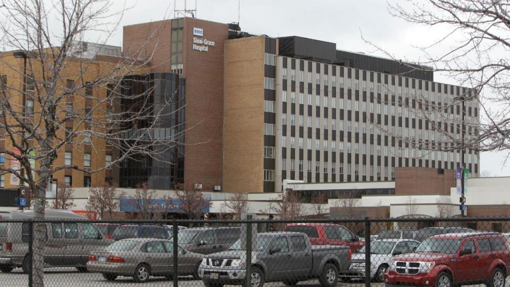 Covid-19: imagens mostram cadáveres armazenados em quartos de hospital