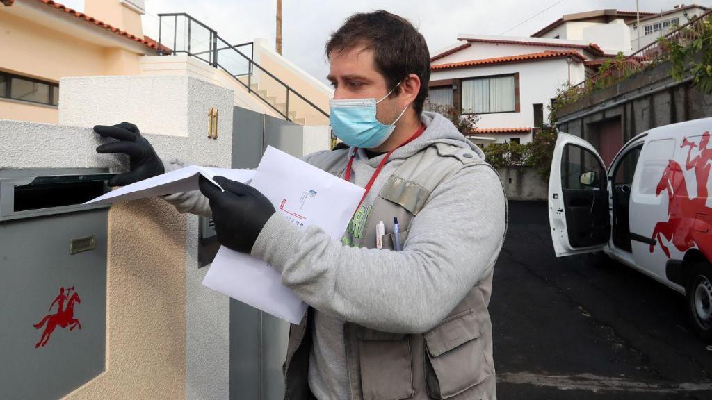 Covid-19: CTT Madeira entrega máscaras de proteção