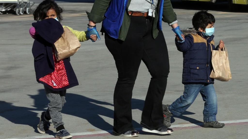 Alemanha recebe crianças dos campos de refugiados na Grécia