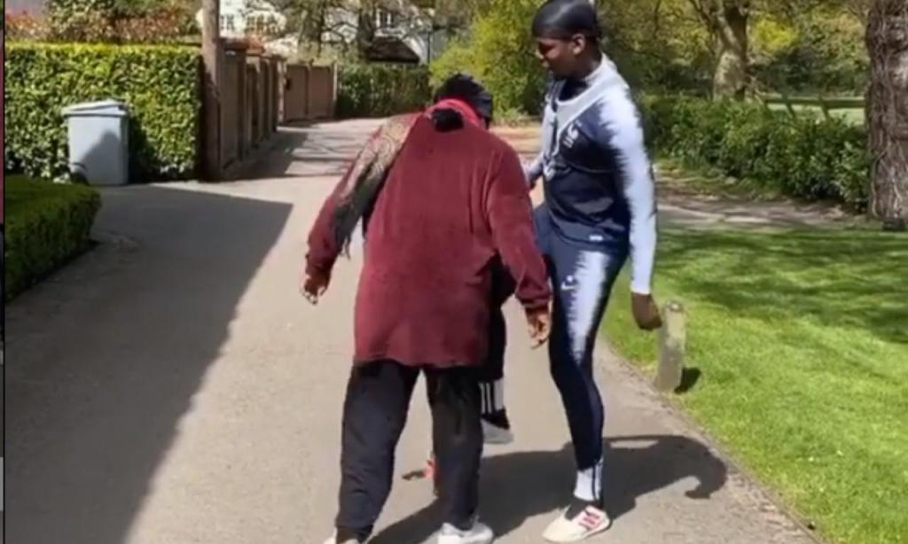 Pogba a treinar com a mãe