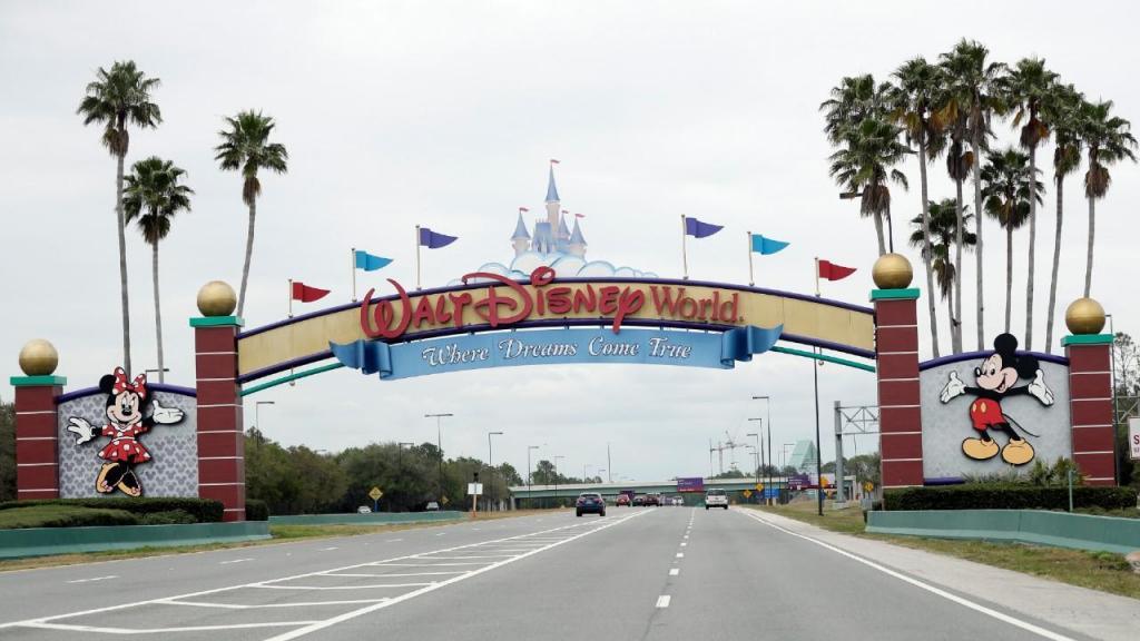 Covid-19: parques temáticos da Disney não devem voltar a abrir este ano