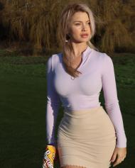 Lucy Robson, a golfista que é um sucesso nas redes sociais