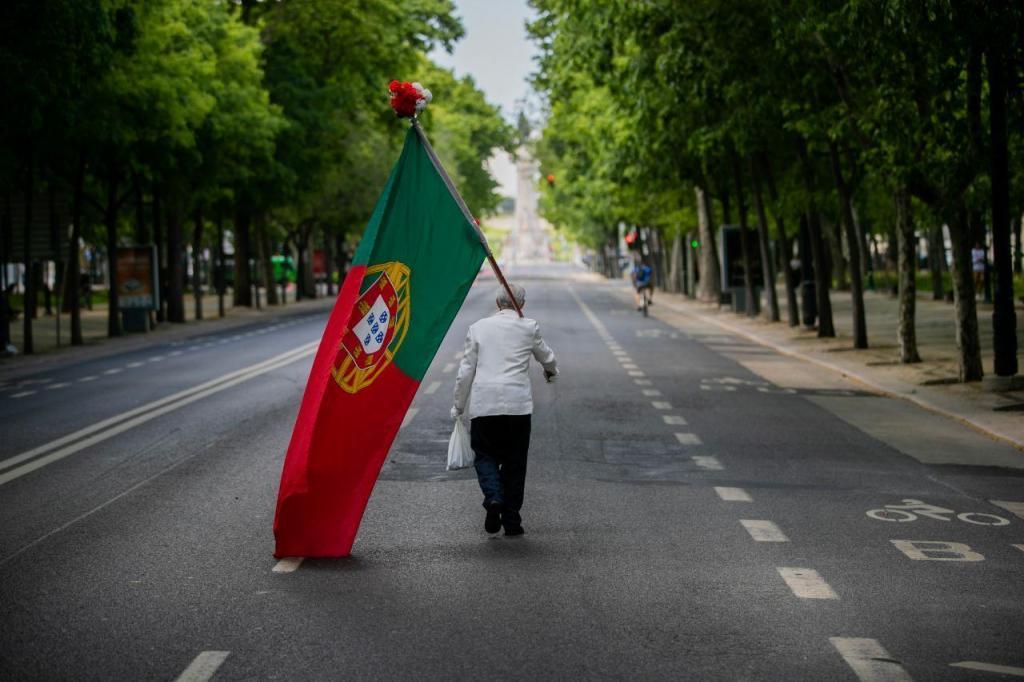 Todos os anos a Avenida de Liberdade se enche de gente para celebrar o 25 de Abril. Pela primeira vez em 46 anos de democracia, não se viu vivalma