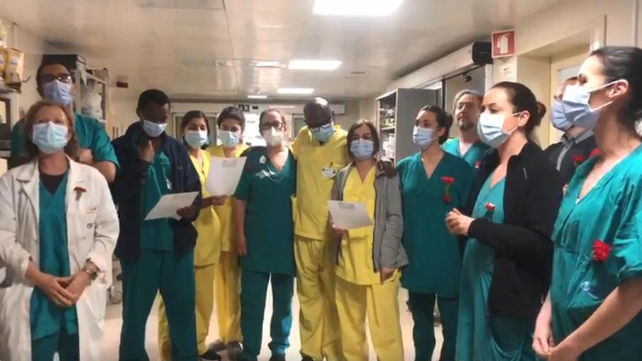 Equipa médica canta Grândola Vila Morena