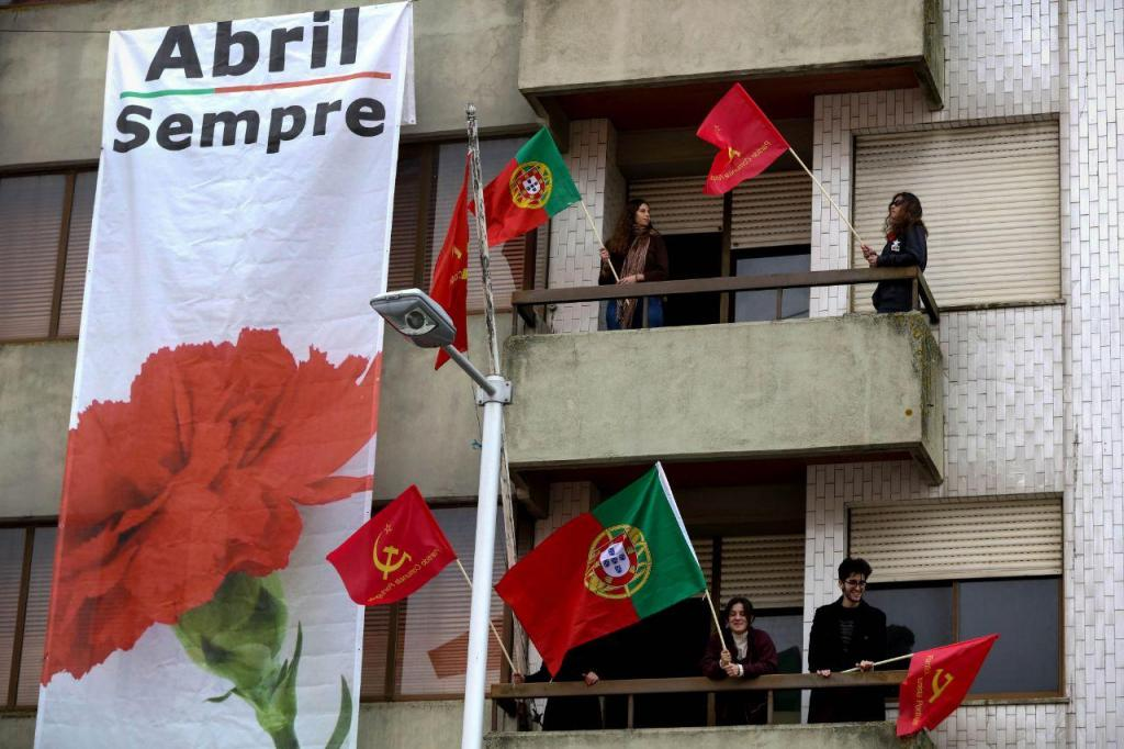 25 de Abril: Portugal canta