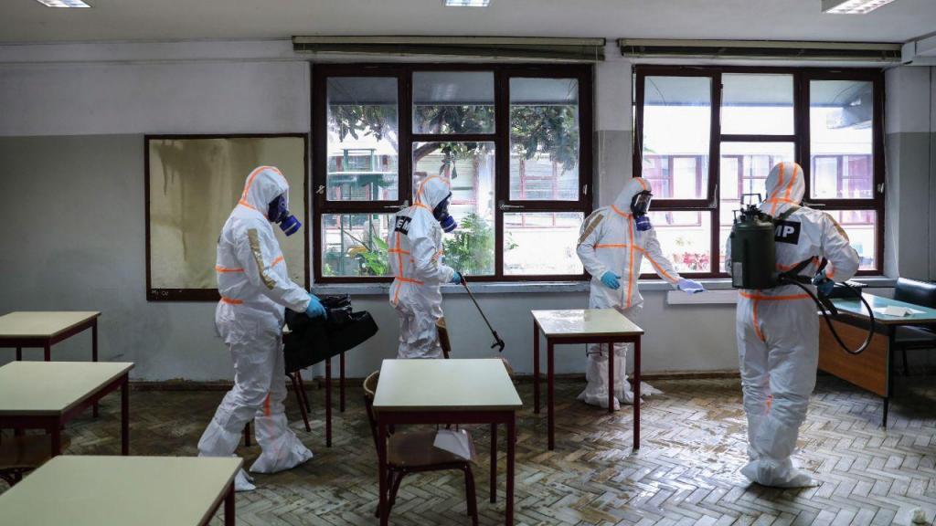 Covid-19: ação de desinfeção em escola secundária da Amadora