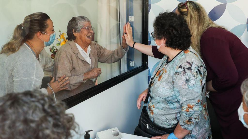 Covid-19: box das emoções permite visitas em lar do Montijo