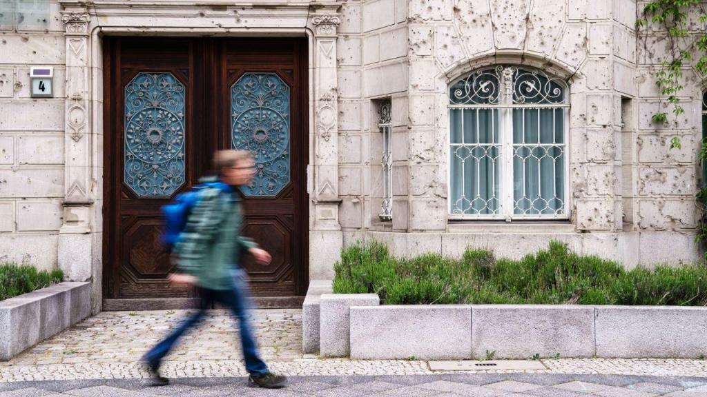 Em Berlim, as paredes ainda mostram as marcas da II Guerra Mundial