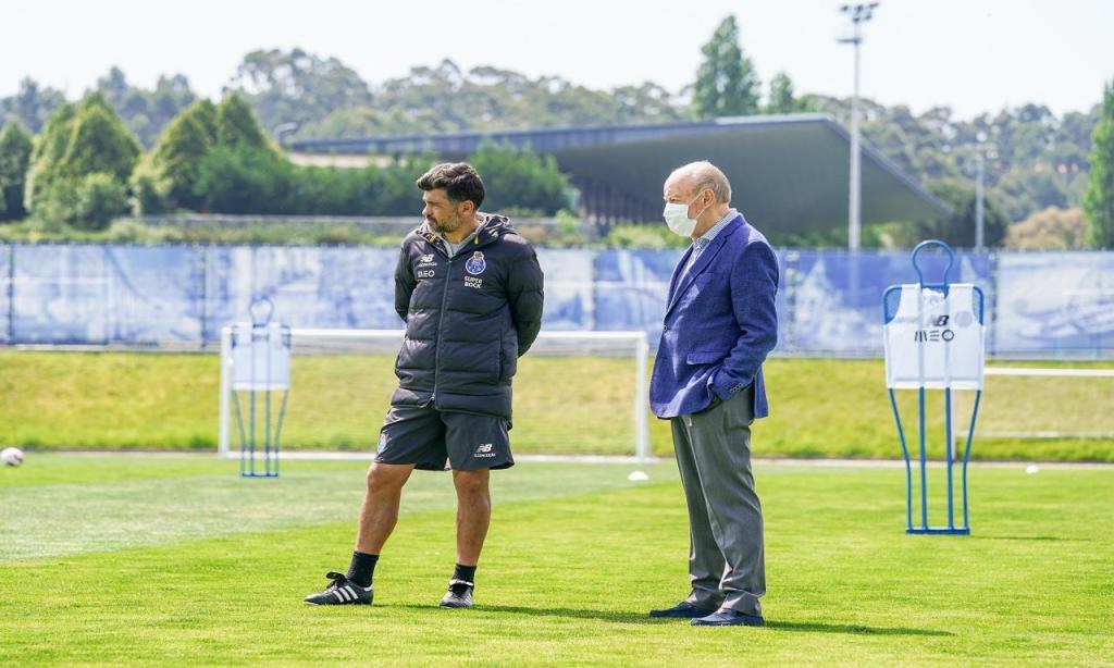 Pinto da Costa no Olival para assistir ao treino (FC Porto)