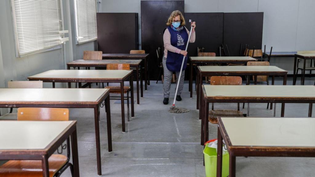 Escola em Almada prepara-se para reabertura de aulas