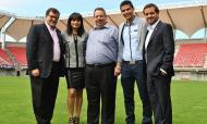 Juan Viveros (segundo, da direita para a esquerda) está ligado ao Ñublense e foi, em 2015, representante da comitiva do Chile, no Mundial sub-17 de 2015 que o país acolheu (Municipalidadechillan)