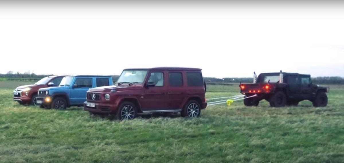 Hummer H1 puxa por G63, Jimny e L200 (reprodução YouTube «Carwow»)
