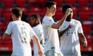 Lewandowski marcou no regresso da Bundesliga (EPA/HANNIBAL HANSCHKE)