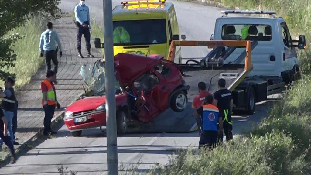 Acidente automóvel faz dois mortos em Fornos de Algodres