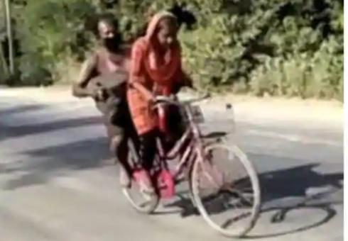 Jyoti Kumari pedalou 1200 quilómetros com o pai na bicicleta