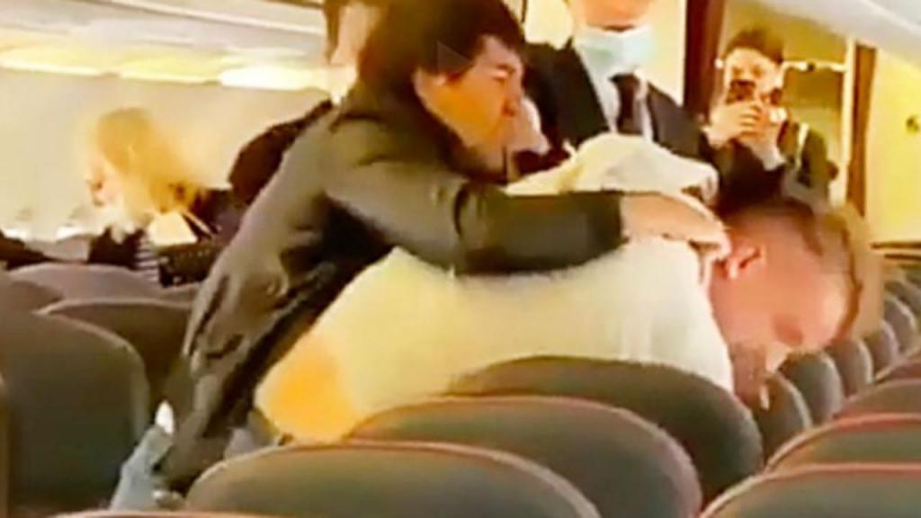 Confrontos em avião depois de passageiro não cumprir distância de segurança