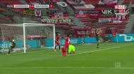 Defesa gigante de Hradecky nega o golo ao Wolfsburgo